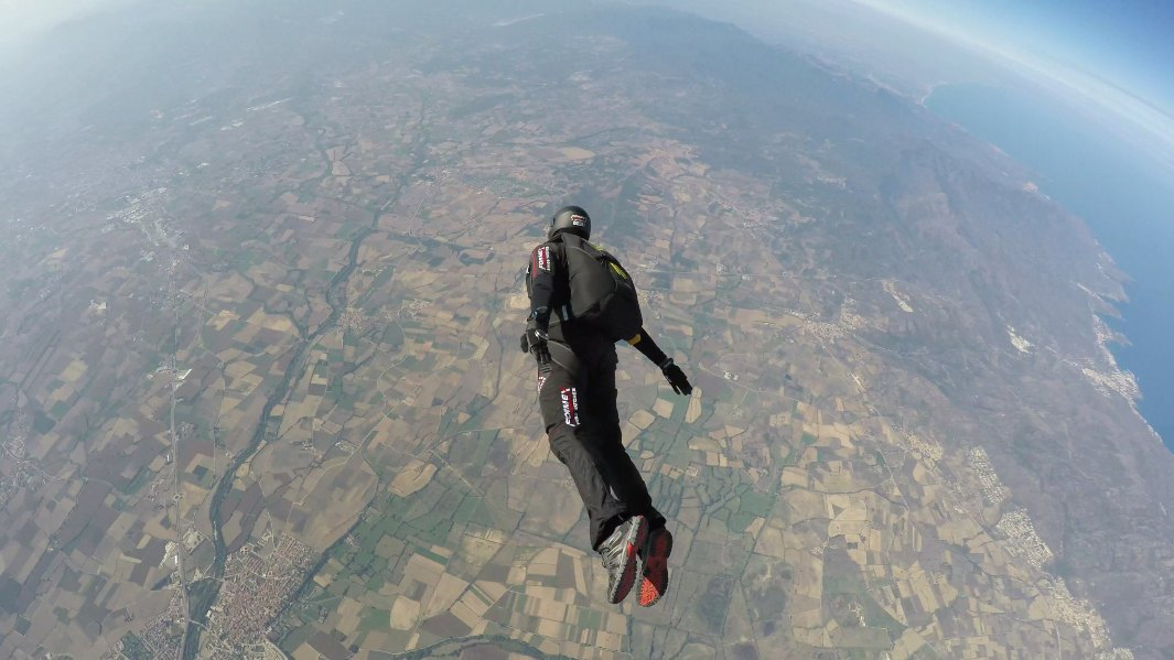Real life superman completes the first skydive into the jet stream