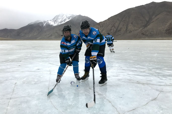 Highest altitude game of ice hockey 4