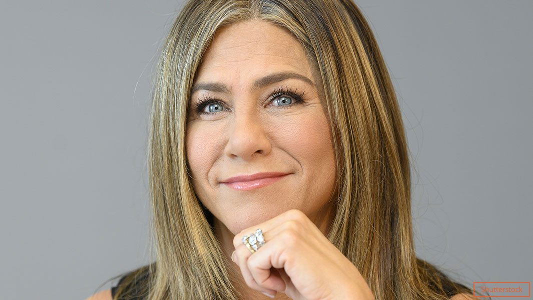 50 y o jennifer aniston joins instagram for the first time shares friends reunion pic gets 6 million followers in a day bored panda Friends Star Jennifer Aniston Claims Record For Fastest To Reach One Million Instagram Followers Guinness World Records