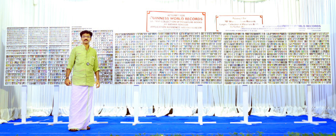 largest miniature book collection