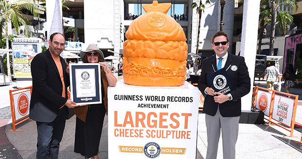 largest-cheese-sculpture-certificate-and-adjudicator