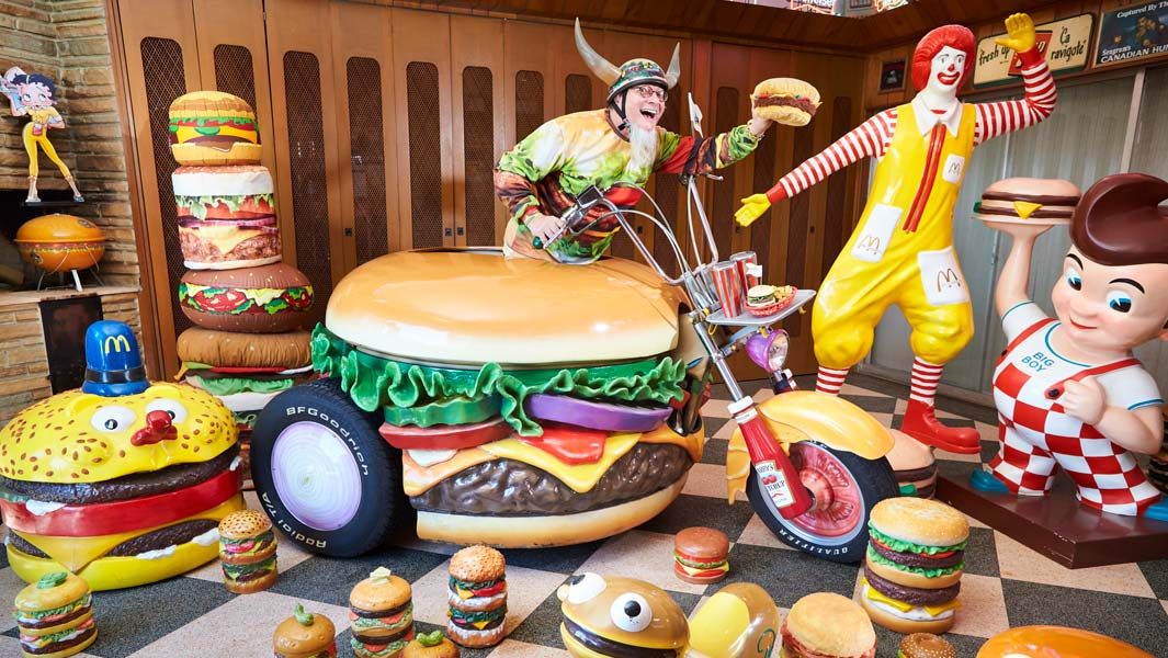 Largest collection of hamburger related items is 3,724 by Hamburger Harry from Germany