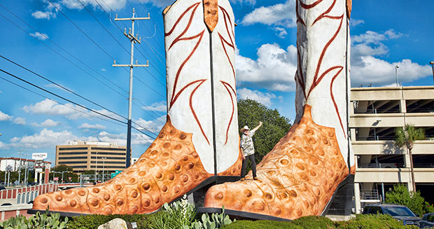 largest-cowboy-boot-sculpture-standing-on-boots