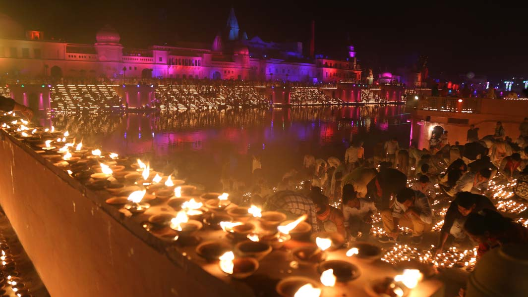 Largest display of oil lamps spectacularly lights up Indian city