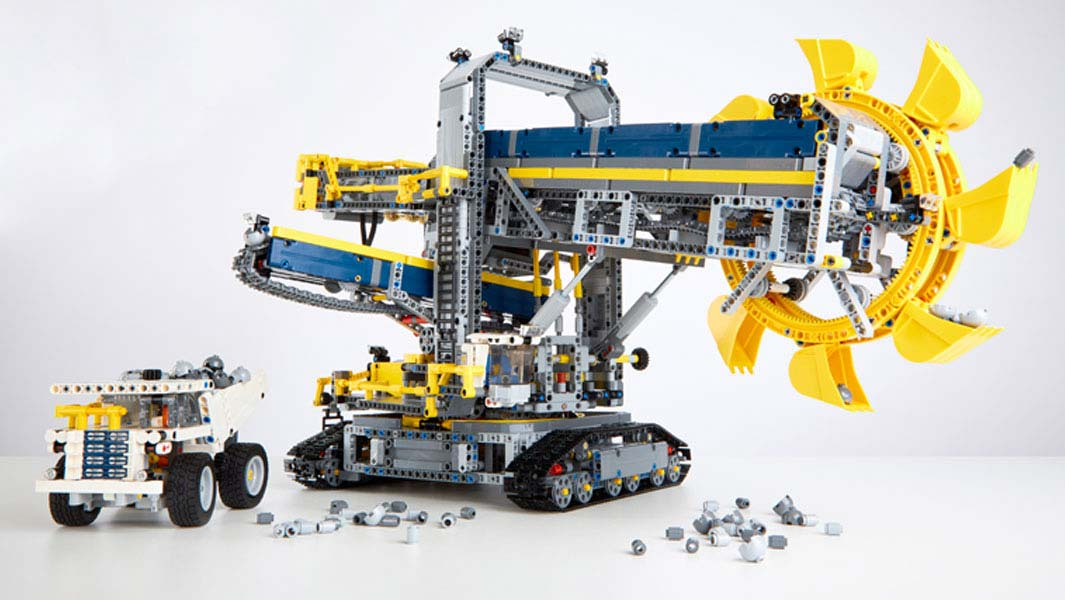 The LEGO model of the bucket wheel excavator