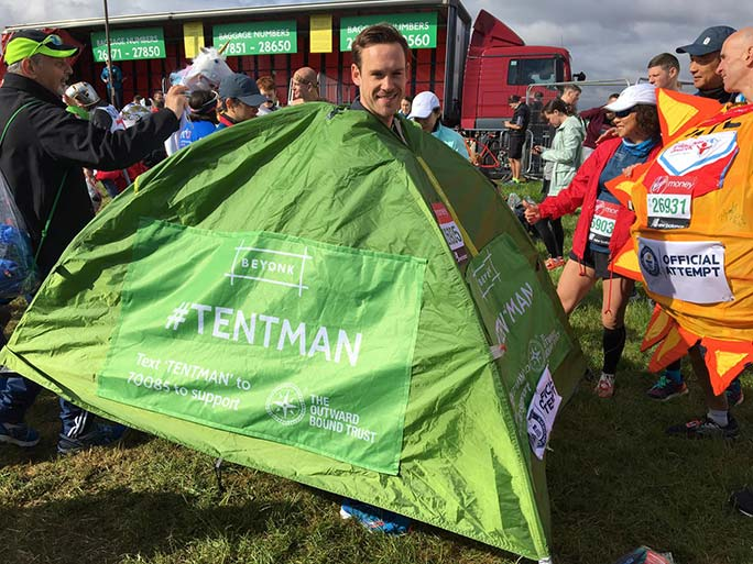 Oscar White, fastest marathon dressed as a tent (male)