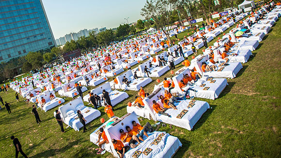 Hundreds share record-breaking breakfast in bed outside hotel in China