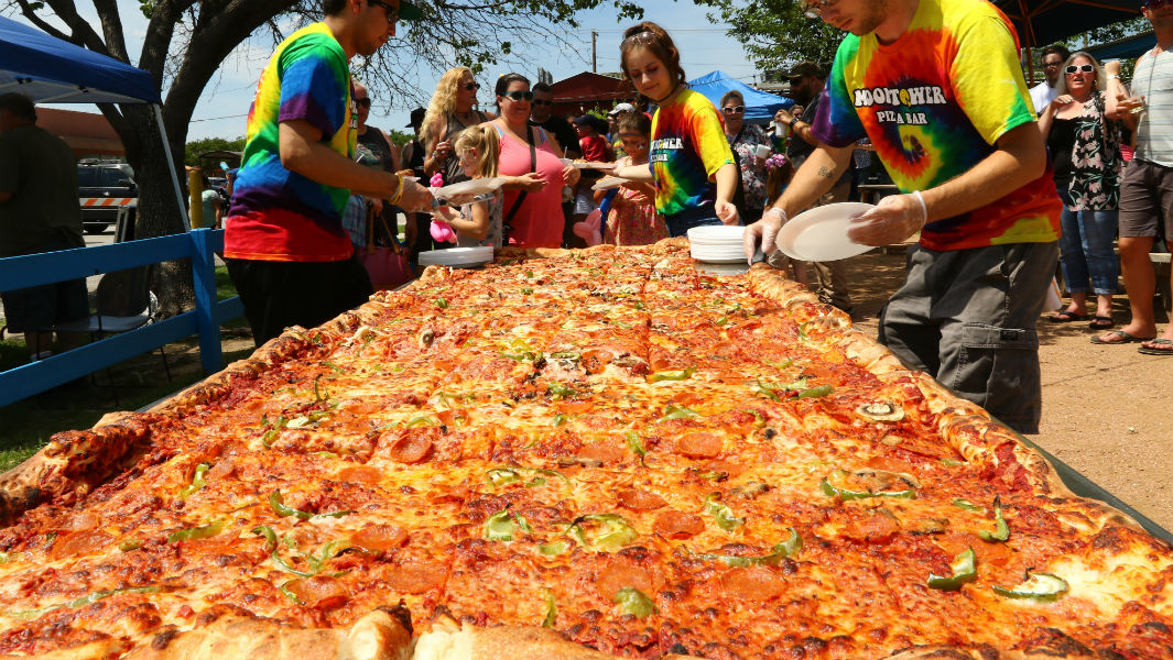 Texas restaurant breaks record for the world's largest commercially available pizza