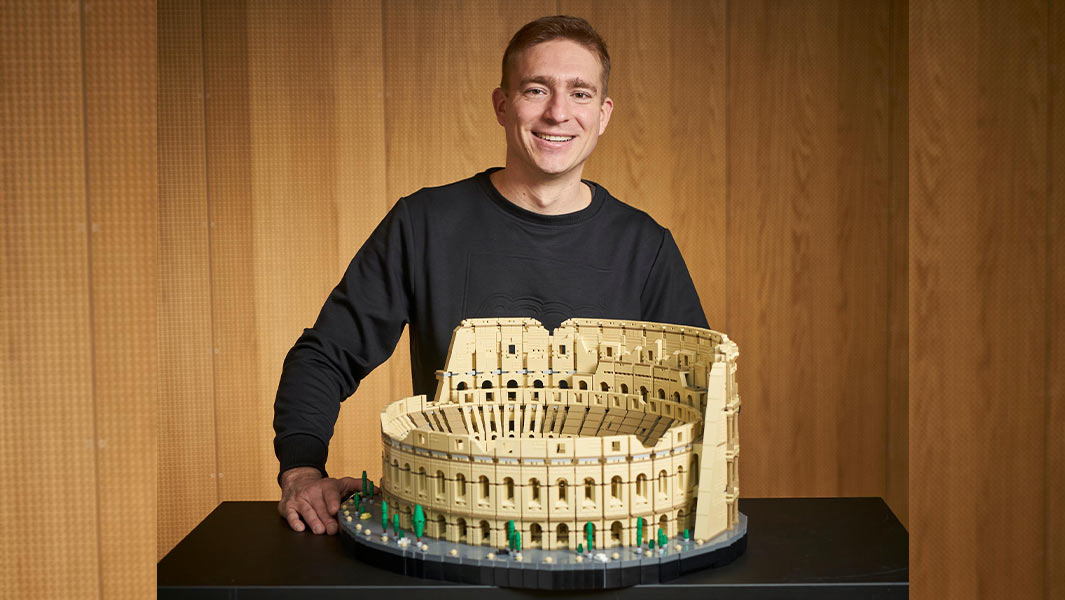 LEGO® Colosseum breaks record for largest set ever with over 9,000 pieces