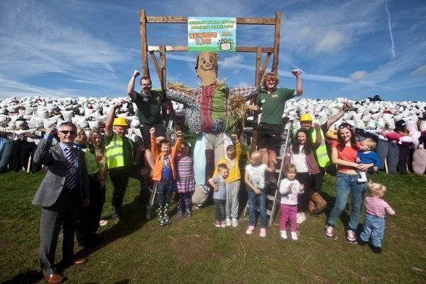 largest display of scarecrows