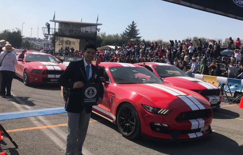 Largest parade of Ford Mustang cars