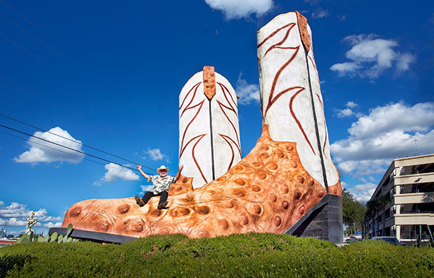 Largest cowboy boot sculpture