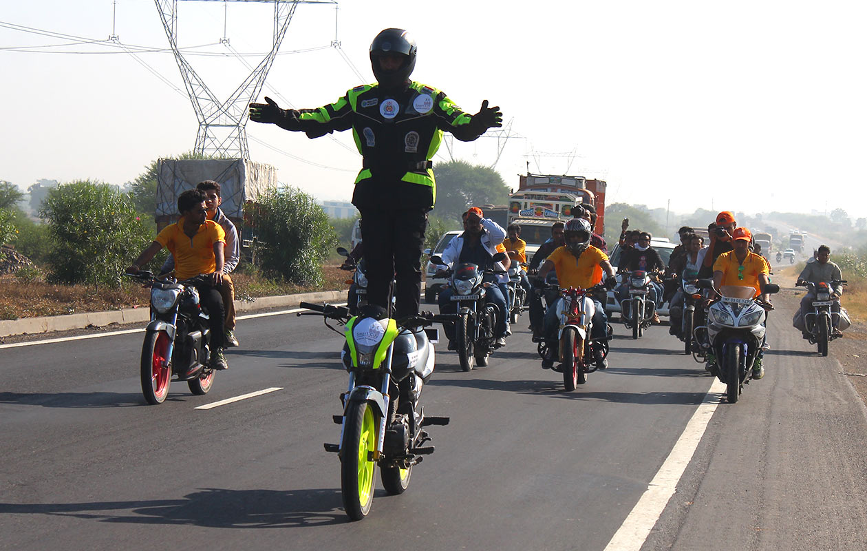 Longest continuous ride standing on the seat of a motorcycle