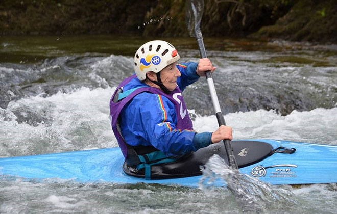 Oldest competitive canoeist