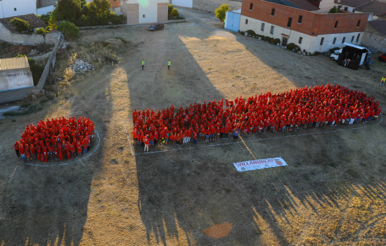 Largest human image of a punctuation mark