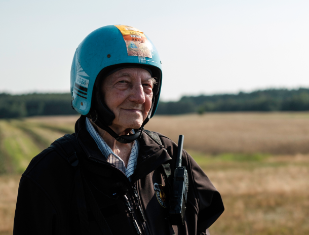 Oldest person to paraglide (male)