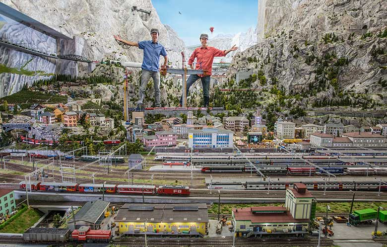 Largest model train set