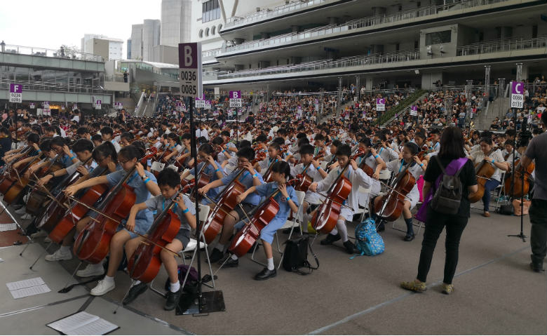 Largest string instruments ensemble