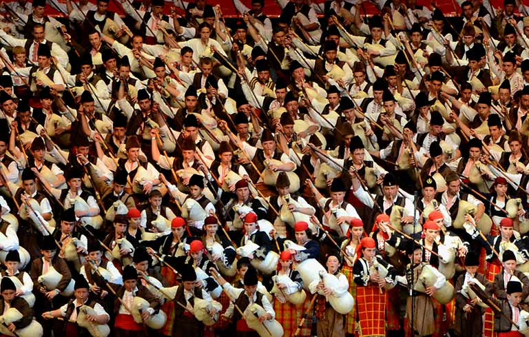 Largest bagpipe ensemble