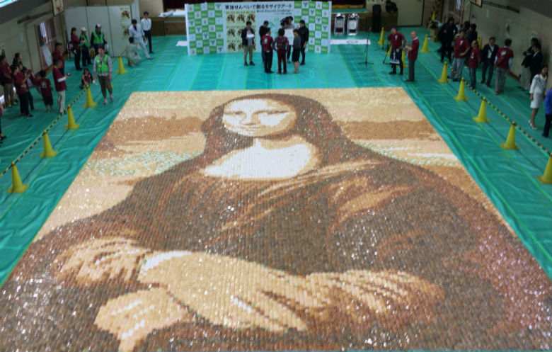 Largest rice cracker mosaic (image)