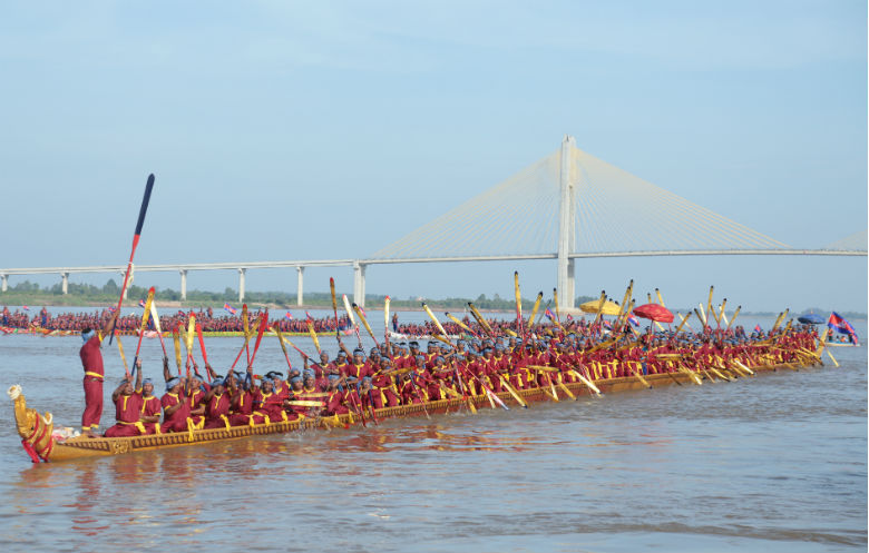 Longest dragon boat
