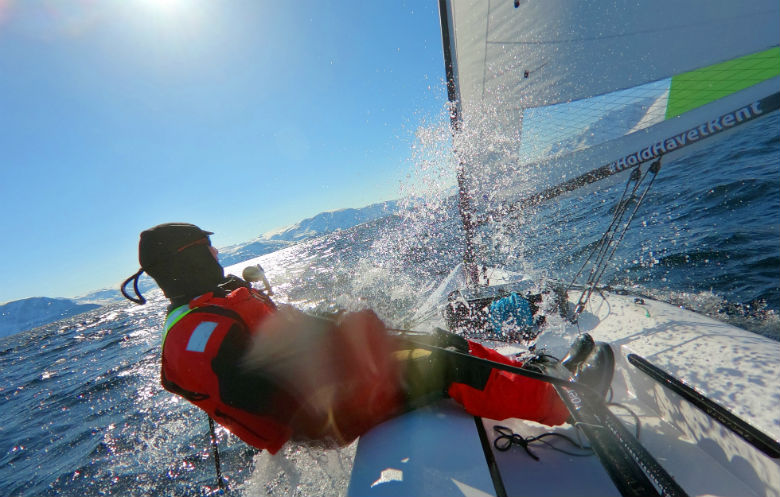 Longest single-handed distance sailed in a dinghy (male)
