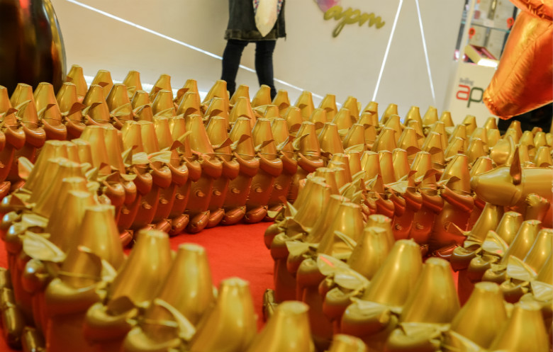 Longest line of inflatable sculptures