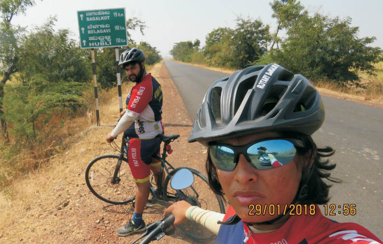 Longest journey by bicycle in a single country (team)