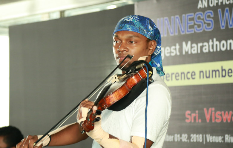 Longest marathon playing violin