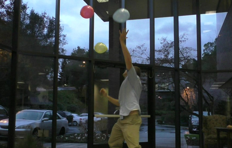 Longest duration to keep three balloons in the air