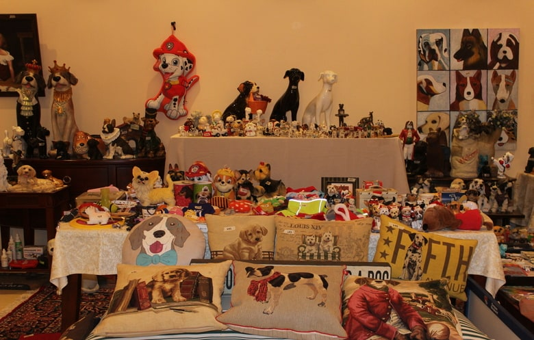 Largest collection of dog-related items