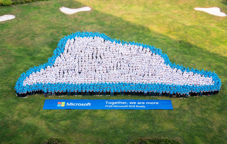 Largest human image of a cloud
