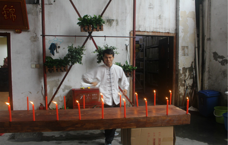 Most candles extinguished by a nunchaku in one minute