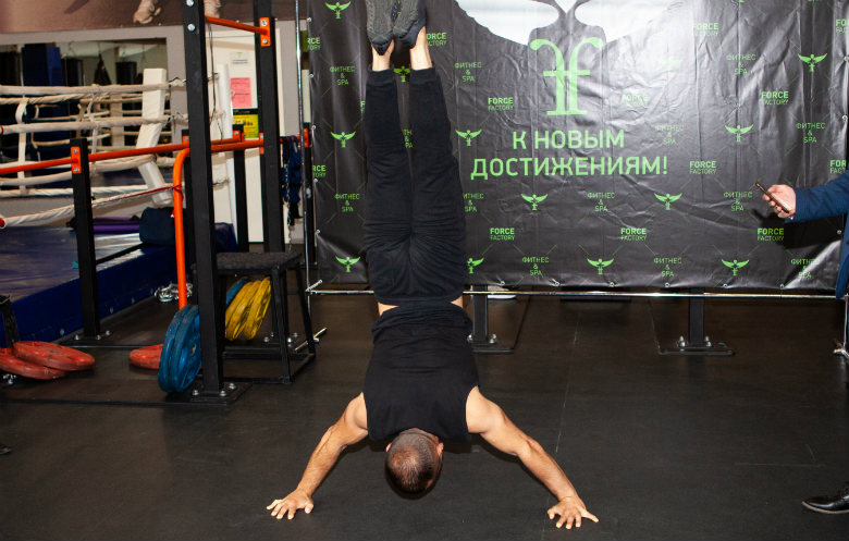 Most handstand push ups in three minutes (male)