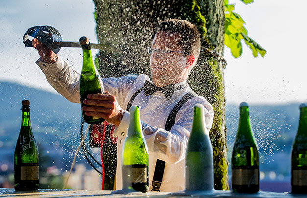 Most champagne bottles sabered in one minute