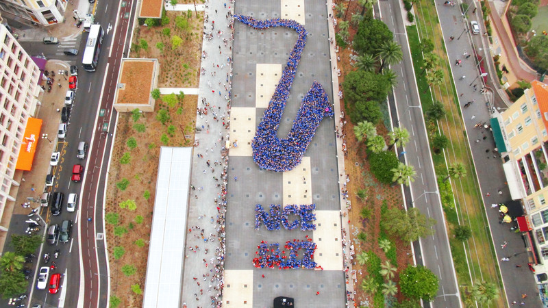 Largest human image of a music instrument