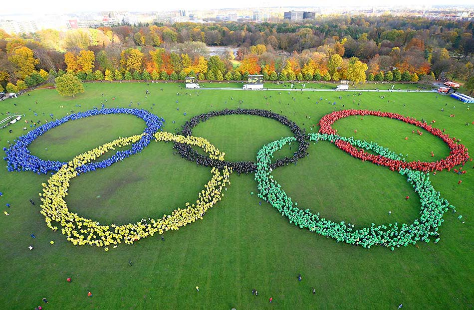 Largest human image of the Olympic rings