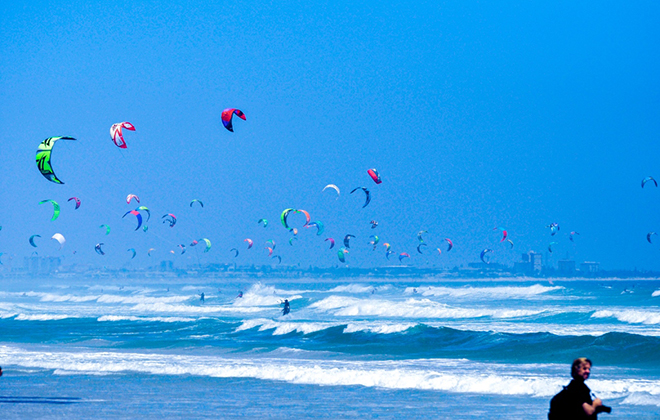 Largest parade of kite surfers